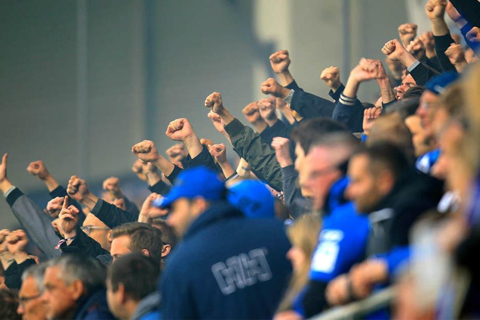 Fans des SC Paderborn trafen außerhalb des Stadions auf rivalisierende Osnabrück-Fans.