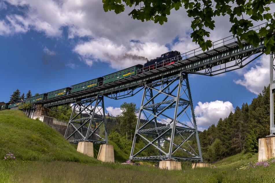 Ein Highlight bei der Fahrt mit der Fichtelbergbahn ist das Hüttenbachviadukt.