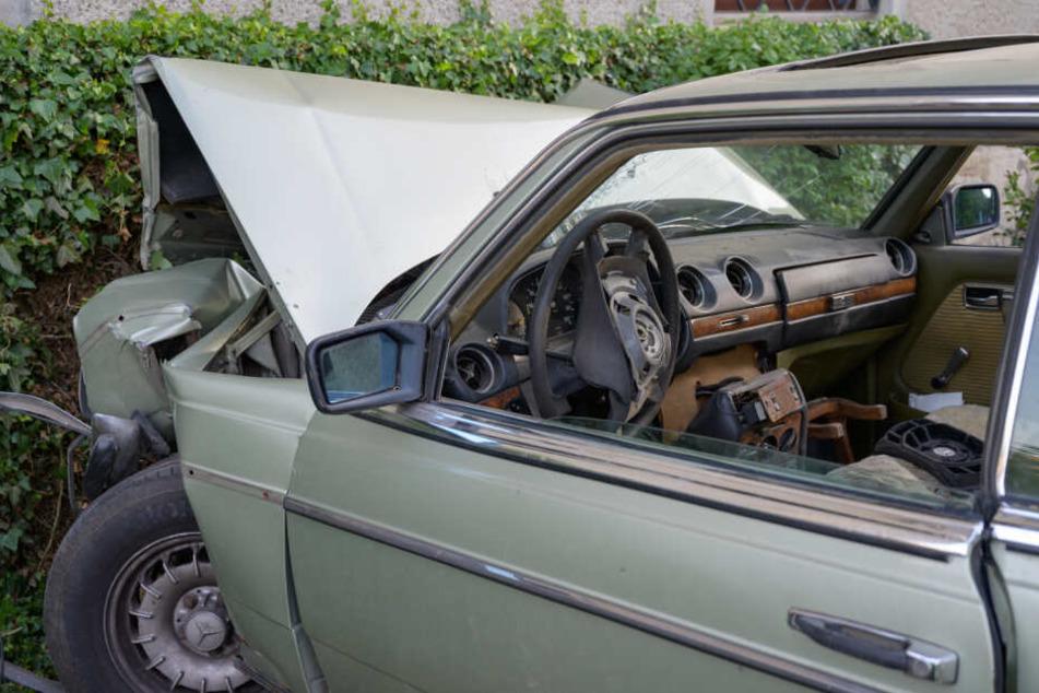 Tragischer Unfall! Rentner rast mit Auto in Hauswand und stirbt