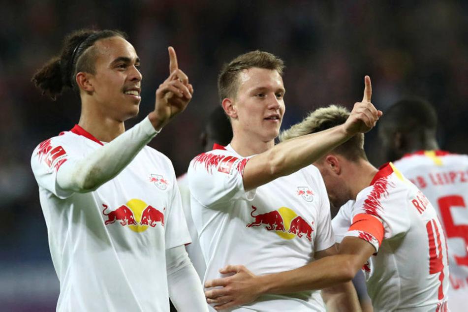 Schossen die Bullen mit ihren Toren an den Bayern vorbei: Doppelpacker Yussuf Poulsen (l.) und Jubilar Lukas Klostermann.