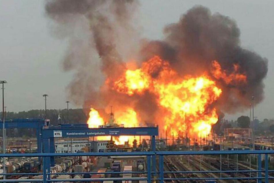 Überall Feuer: Das BASF-Gelände am 17. Oktober 2016.