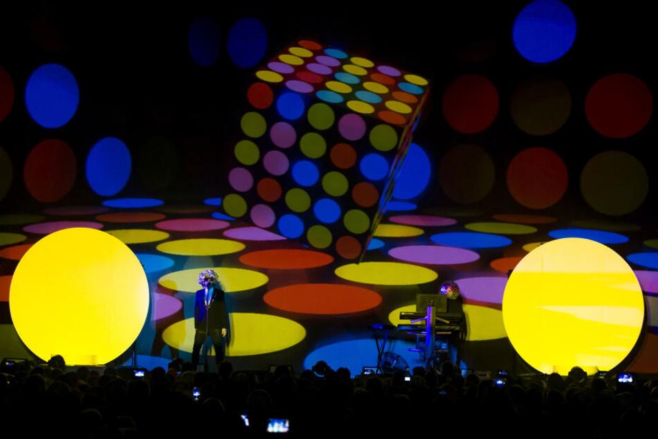 """Die Pet Shop Boys beim Gastspiel zur """"Super""""-Tour vor drei Jahren in Leipzig."""