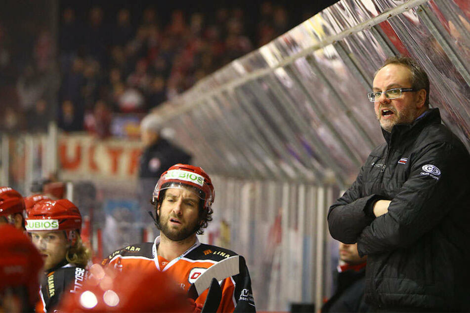 Lange Gesichter auf der Eispiraten-Bank, auch beim Interims-Coach.