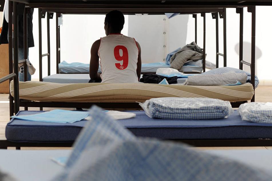 Flüchtlinge und Asylbewerber müssen für ihre Unterkunft selbst aufkommen, das können bis zu 30 Euro pro Quadratmeter sein.