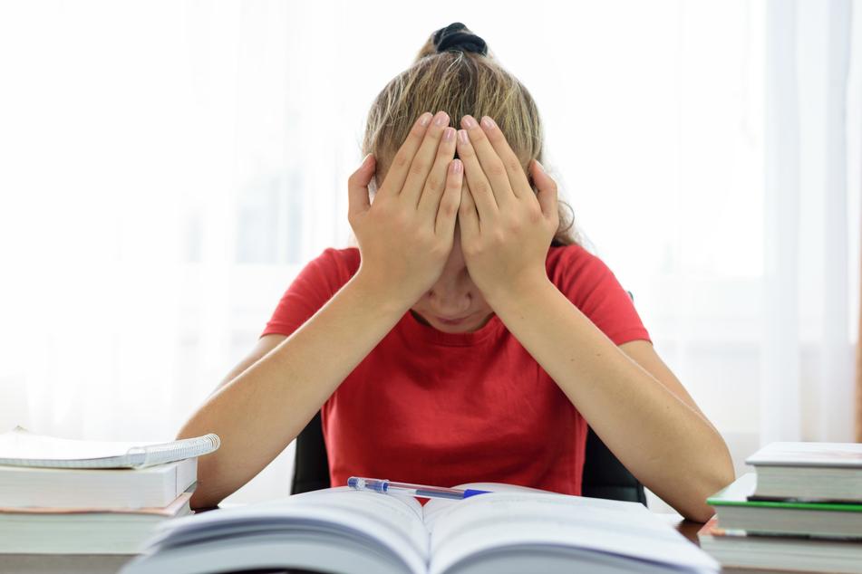 Ein junges Mädchen wurde während des Nachhilfeunterrichts sexuell missbraucht (Symbolbild).