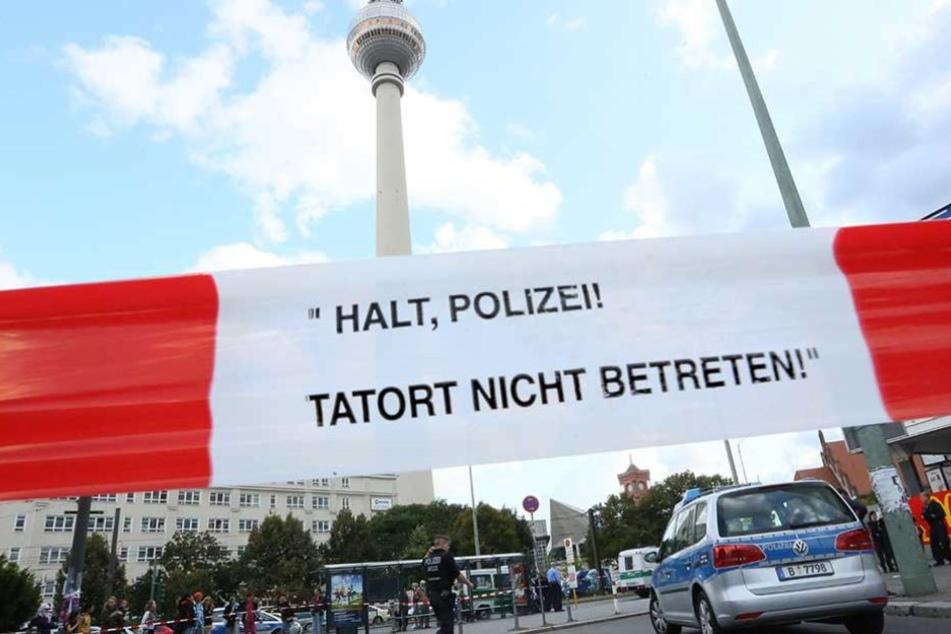 Immer häufiger muss die Polizei zu Einsätzen auf dem Alexanderplatz ausrücken.