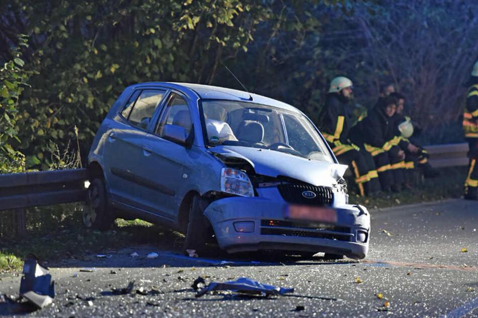 Die Kia-Fahrerin wurde eingeklemmt und musste aus dem Wrack befreit werden.