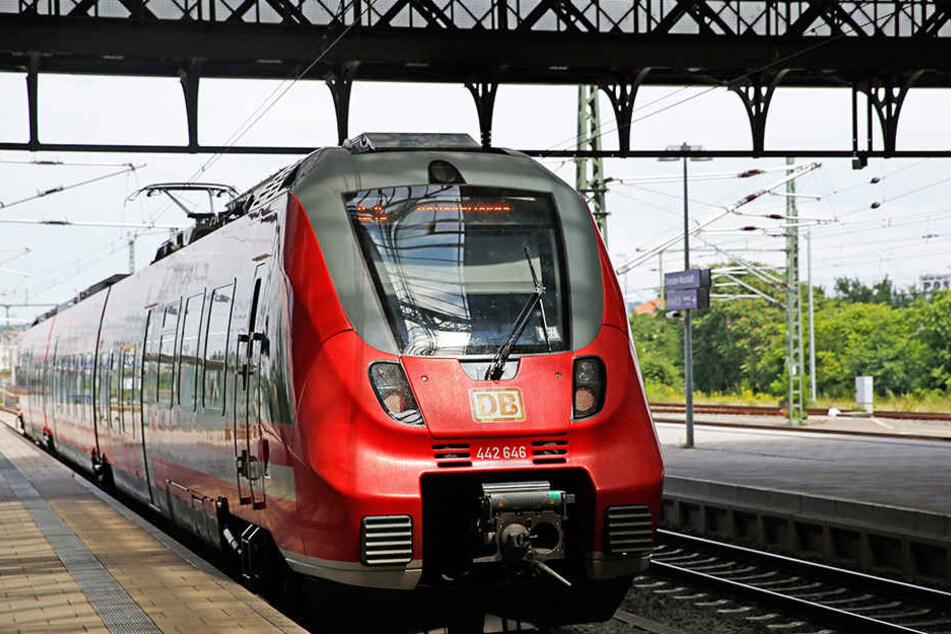 Der Mann fuhr ohne Fahrschein mit dem Zug von Bischofswerda nach Dresden.