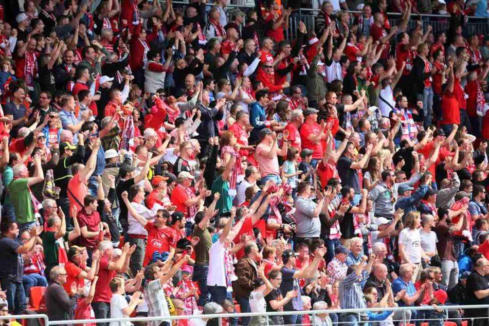 Da jubeln die Fans: Der BVB kommt nach Zwickau.