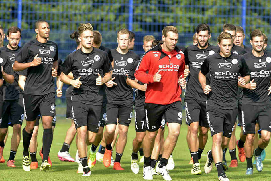 Gegen Dynamo Dresden will Carsten Rump (35) eine gierige Elf aufbieten.