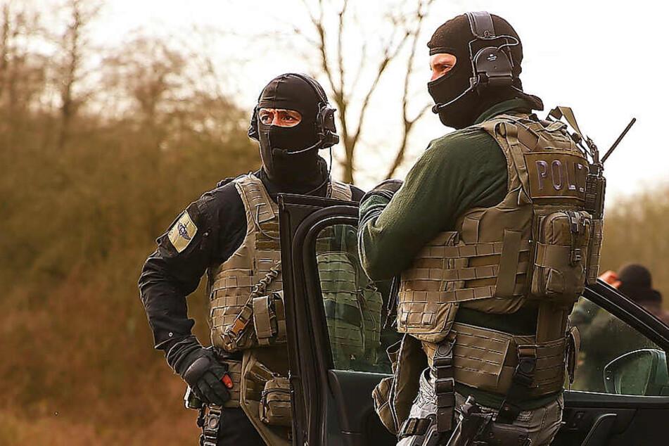 Am Donnerstagnachmittag hatten Spezial-EInsatzkräfte den Syrer in Wachau festgenommen. Ahmad A. A. sitzt nun in Unterschungshaft. (Symbolbild)