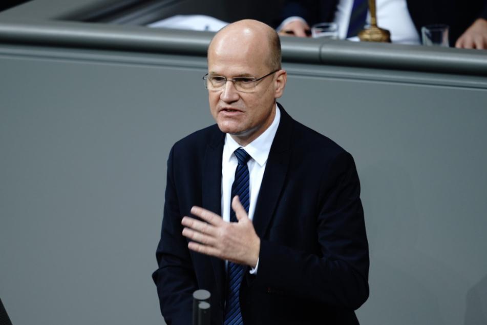 Ralph Brinkhaus spricht im Bundestag nach der Regierungserklärung der Bundeskanzlerin zur Bewältigung der Corona-Pandemie.