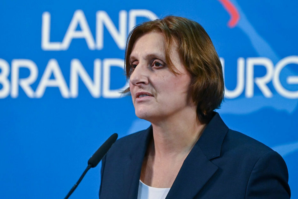 Bildungsministerin Britta Ernst (59, SPD) erklärte auf einer Pressekonferenz, dass die Grundschulen vom 25. Januar an, bei günstiger Entwicklung der Infektionszahlen, wieder für den Wechselunterricht geöffnet werden könnten.