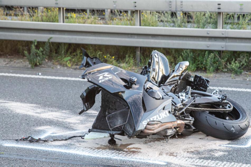 Köln: Tödlicher Unfall: Motorradfahrer stößt mit Laster zusammen