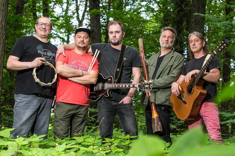 Rocken im Wald: Jörgen Krahl (53), Eduard Rusu (39), Peter Fehse (34), Marco Roch (45) und Sven Seltner (53, v.l.).