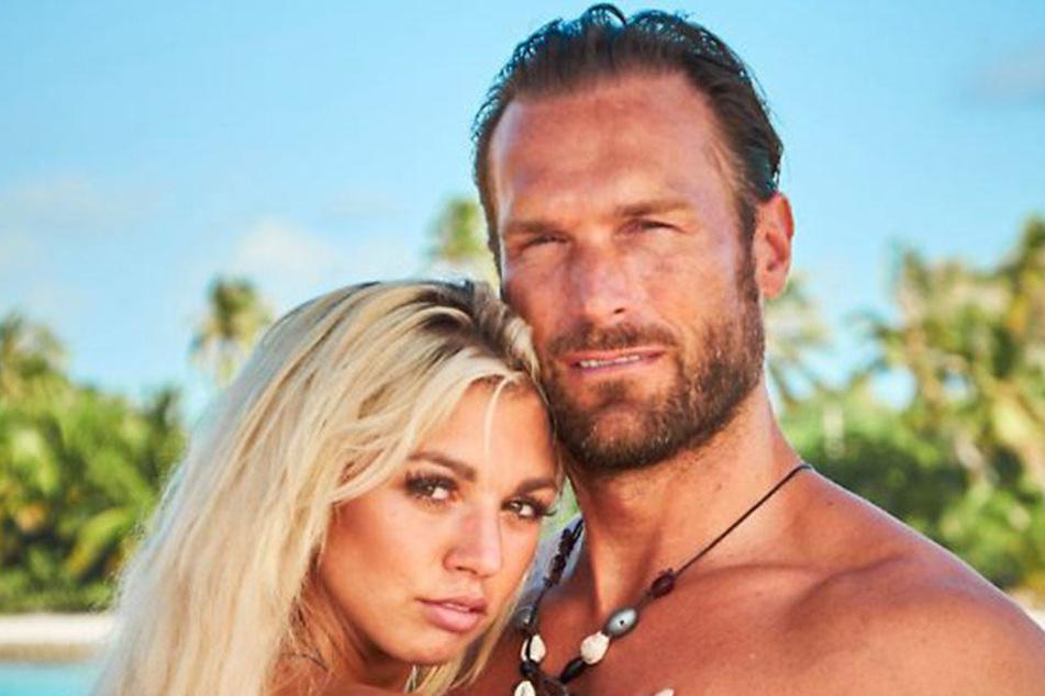 Heiß und verliebt. So präsentierten sich Natalia Osada und Bastian Yotta in der Südsee.