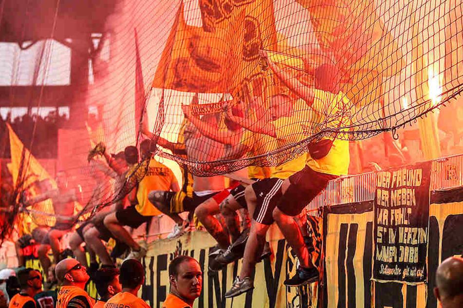 Beim Auswärtsspiel des BVB beim 1. FC Union Berlin war im Gästeblock eine Menge los.