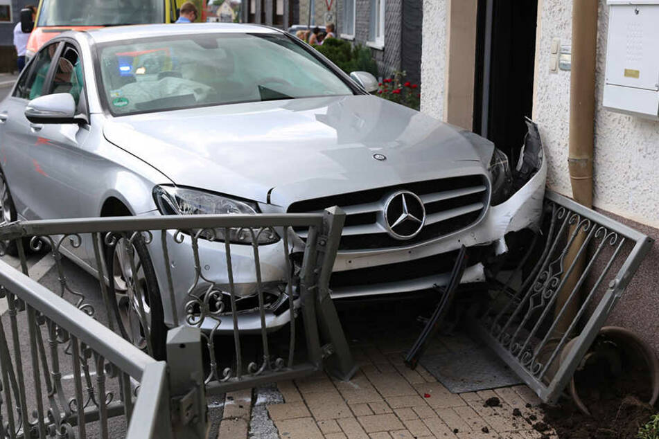 Insgesamt entstand ein Sachschaden von rund 15.000 Euro.
