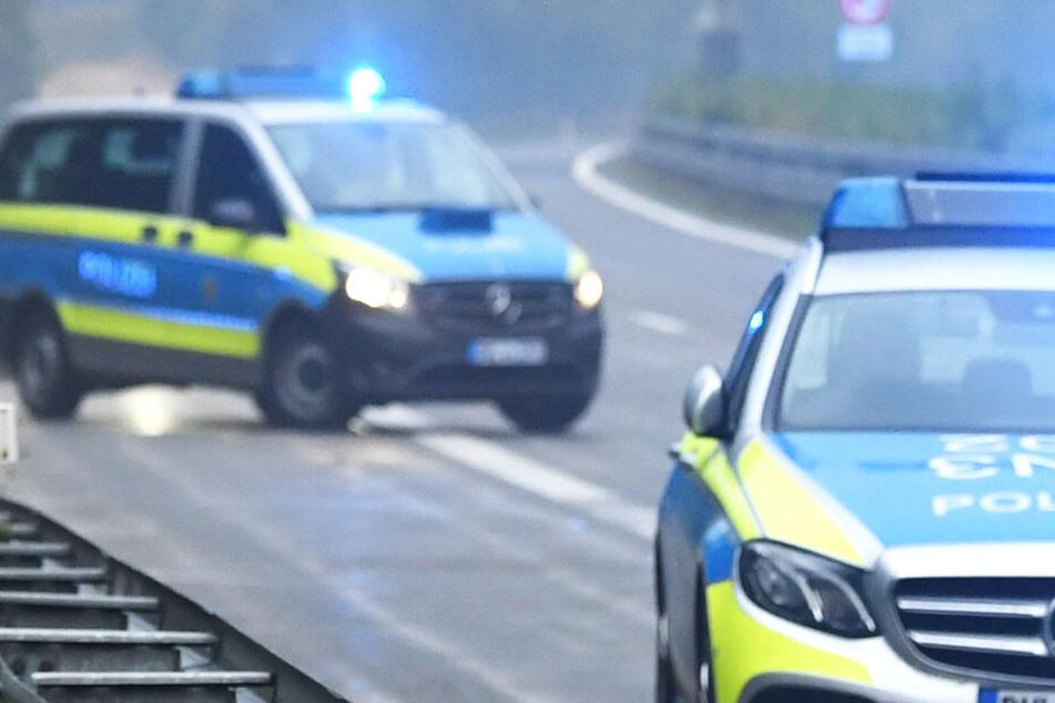 Schlimmer Unfall auf A92: Mann in Lebensgefahr, Autofahrerin schwer verletzt