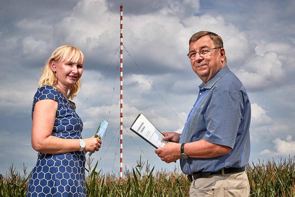 Sabine Neumann (38) setzt sich im Förderverein Funkturm Wilsdruff für den Erhalt des Mastes ein, der eine wichtige Landmarke ist.