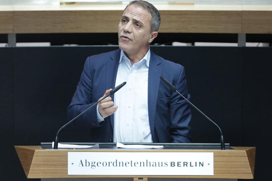 Aufgrund des Angriffs fehlte er am Montag im Kulturausschuss, dem er als Abgeordneter angehört.