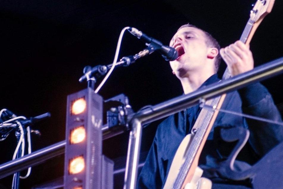 """""""Kraftklub""""-Bassist Till Kummer soll für die linken Graffiti in Chemnitz verantwortlich sein, behauptet Pro Chemnitz."""