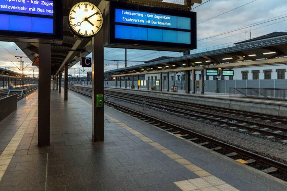 Am Erfurter Hauptbahnhof fischten die Polizisten den Jugendlichen aus dem Bahngleis. (Symbolbild)