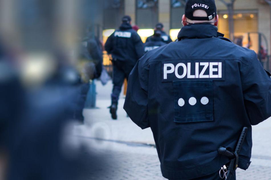"""""""Sieg heil""""-Rufe und Hitler-Gruß: Neo-Nazis attackieren Polizisten bei Demo"""