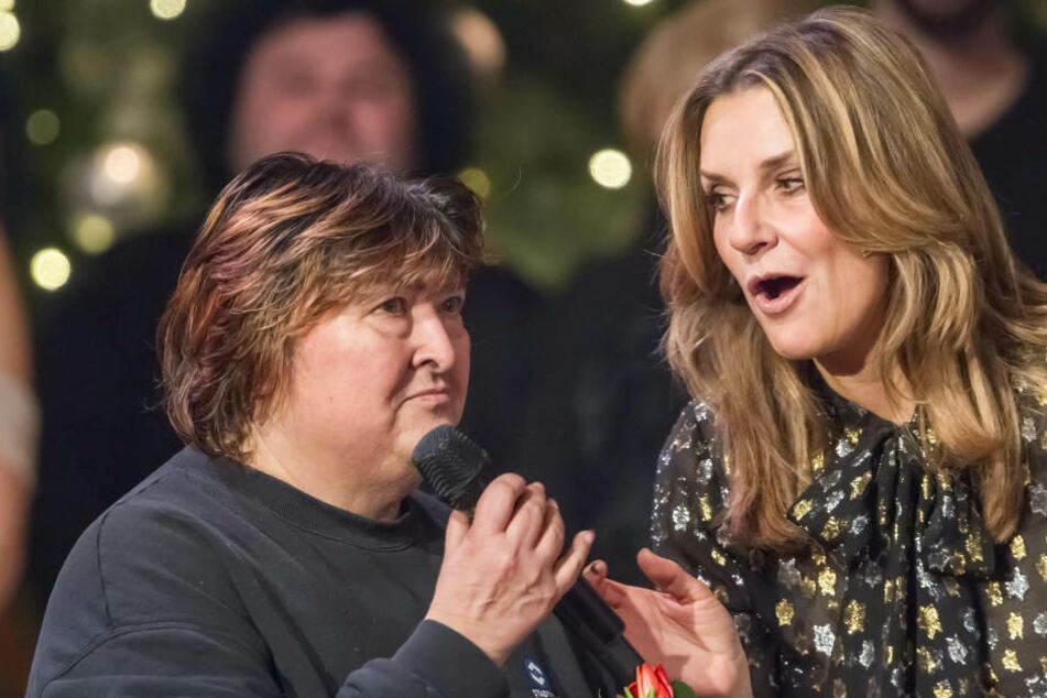 """Moderatorin Kim Fisher (47) verabschiedete Tatjana Klär bei ihrer Sendung """"Weihnachten bei uns"""" ganz persönlich."""