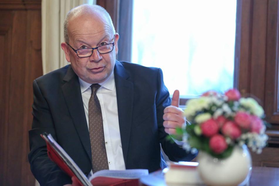 Standesamtschef Frank Neubert (63) stellte am Freitag die Jahresbilanz seines Amtes vor.