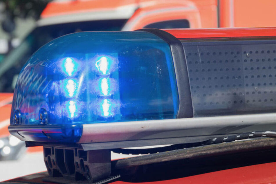 Ein 61-Jähriger wurde in Wuppertal von einem LKW erfasst. (Symbolbild)