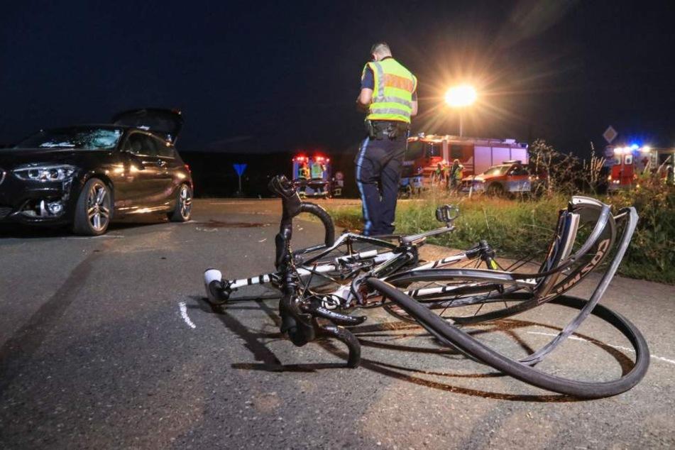 Radfahrer nach Unfall schwer verletzt: Rettet der Helm sein Leben?