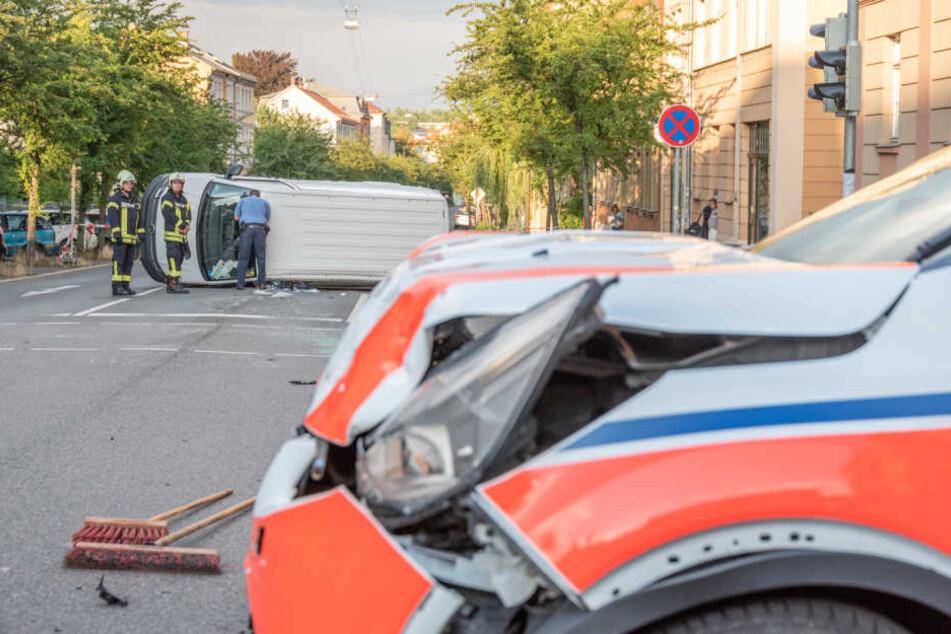 Die Rettungskräfte waren auf dem Weg zu einem Einsatz gewesen, als der Unfall passierte.