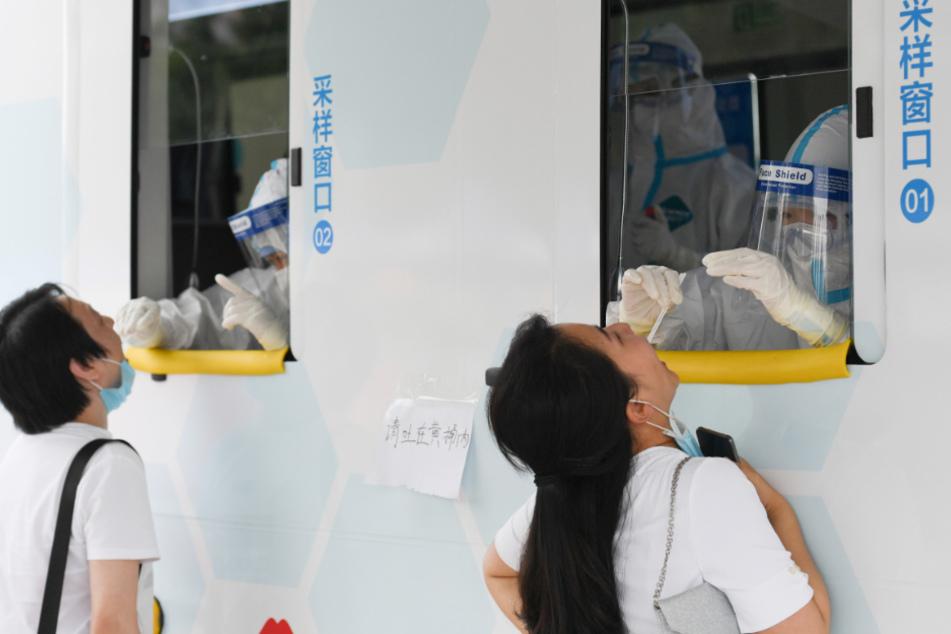 Infolge des neuen Coronavirus-Ausbruchs in Peking hat die chinesische Hauptstadt millionenfach Coronatests durchgeführt.