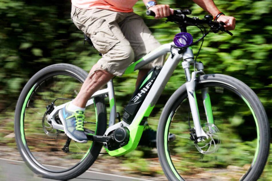 Radler machen schreckliche Entdeckung: Mann stirbt nach Sturz mit E-Bike