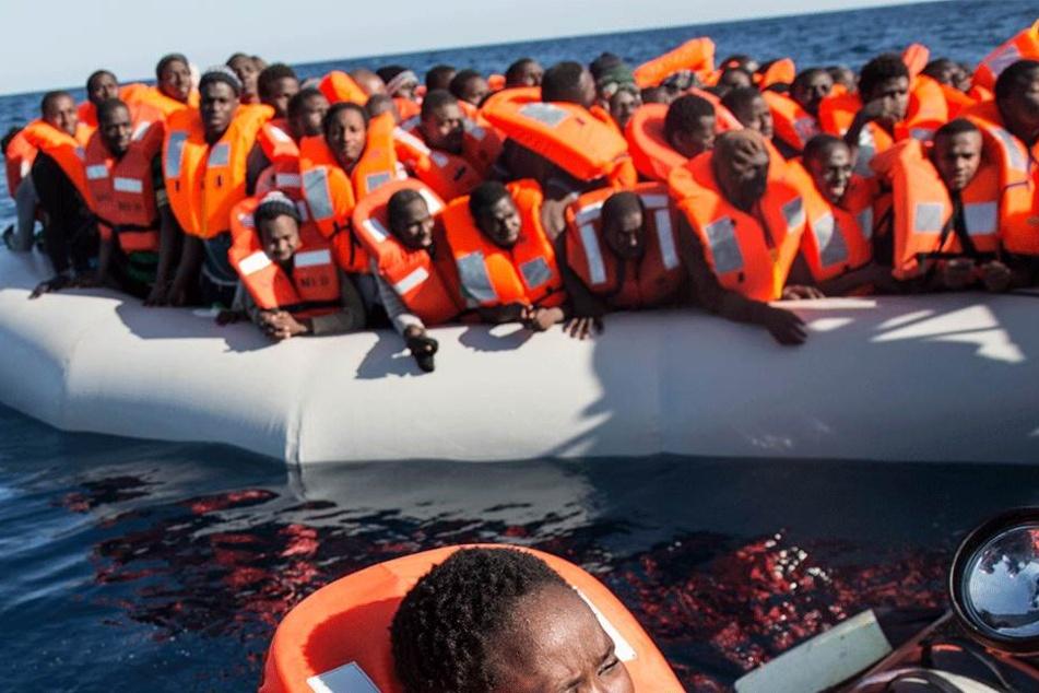Flüchtlinge kämpfen im Mittelmeer um ihr Leben. Rettete die Identitäre Bewegung am Ende einige von ihnen? (Symbolbild)