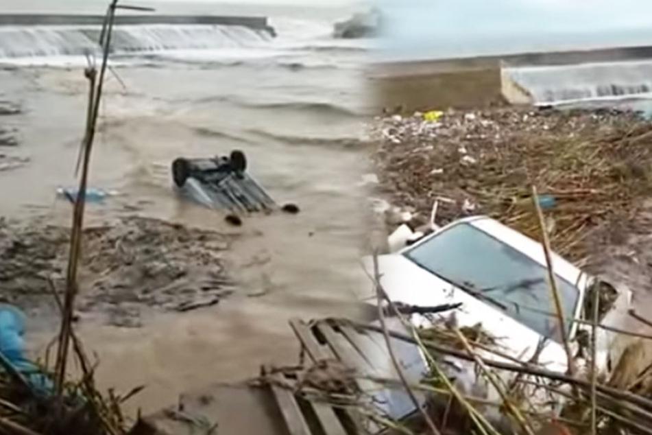 Nach dem schweren Unwetter wurden Autos von den Wassermassen mitgerissen.