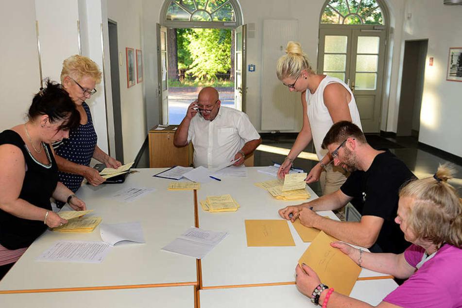 Die Auszählung der Stimmen. Die Wahlbeteiligung in Frankenberg lag bei knapp 50 Prozent.