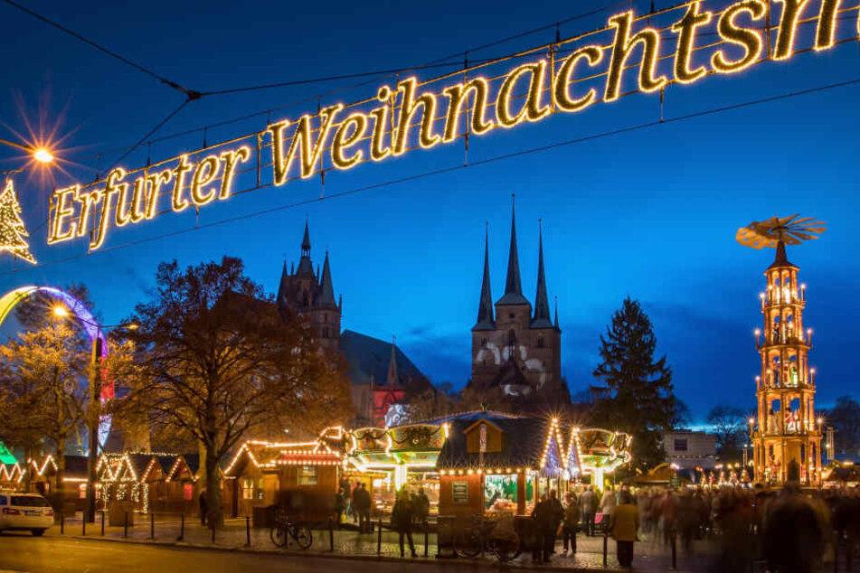 Der Erfurter Weihnachtsmarkt wird mit Betonschwellen gesichert.