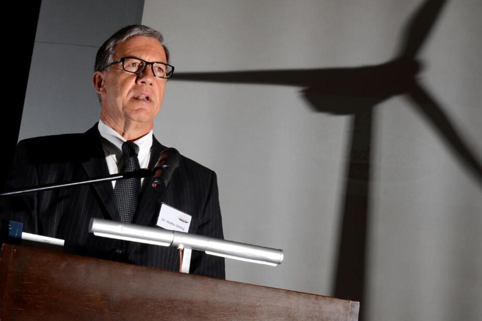 Bei einer Pressekonferenz 2012 spricht Walter Döring auf einer Pressekonferenz.