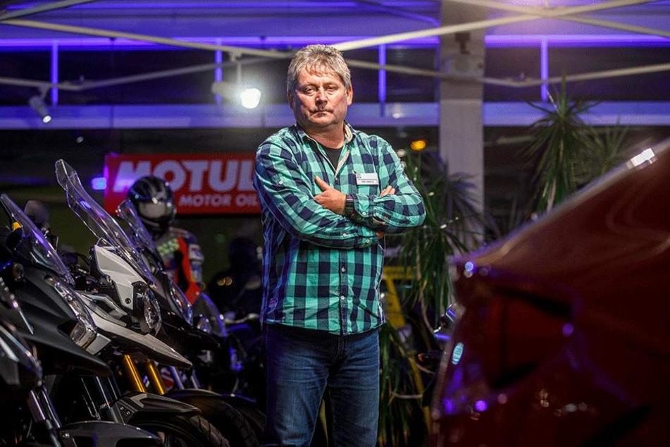 Autohändler Frank Säuberlich (55) ärgert sich über die Bomber-Fahrt mit seinem Wagen.