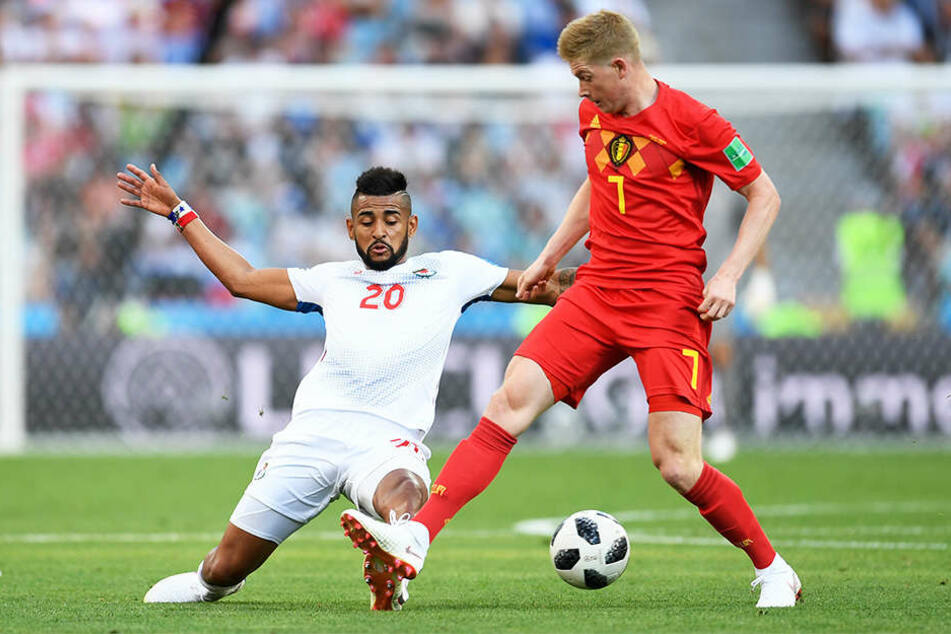 Der Belgier Kevin de Bruyne (r.) und Panamas Anibal Godoy (l.) kämpfen um den Ball.