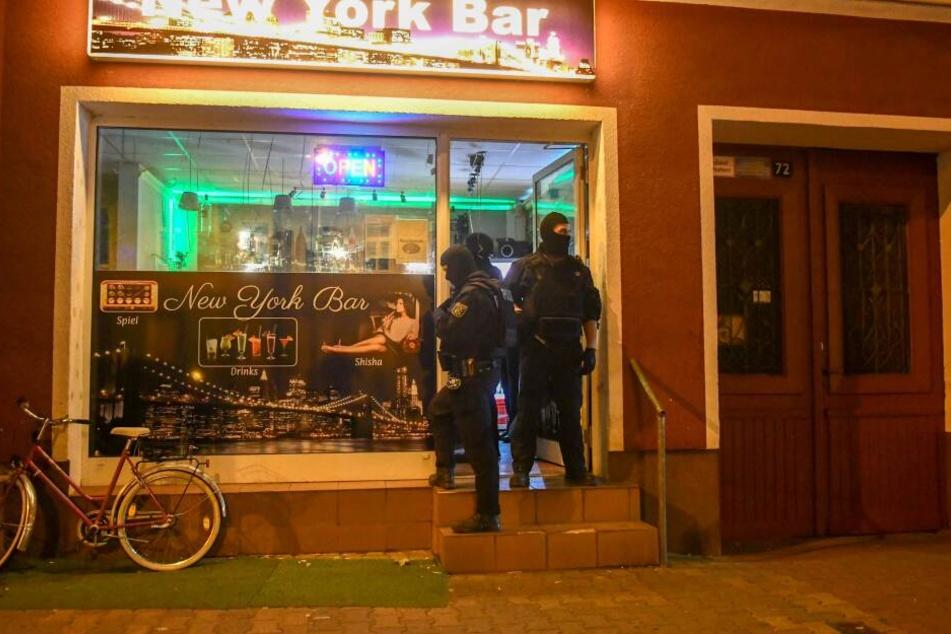 In Magdeburg haben am Donnerstag Zoll und Ordnungsamt Kontrollen in acht Shisha-Bars durchgeführt.