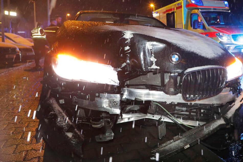 Unfall in Chemnitz: BMW kracht gegen Ampel