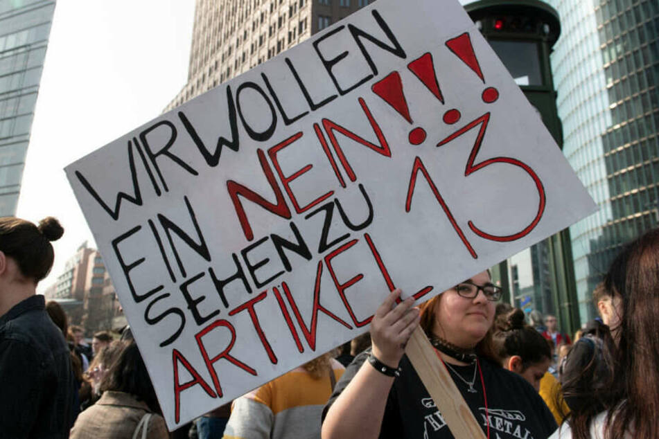 Berlin: Zehntausende demonstrieren gegen Urheberrechtsreform: Darum geht's in Artikel 13