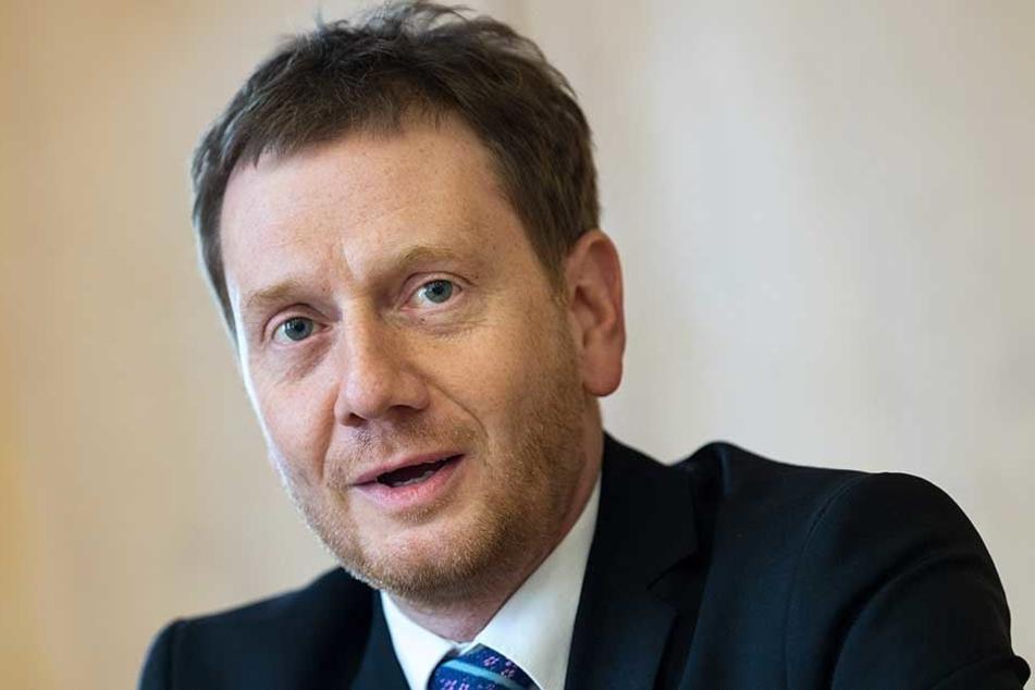 MP Michael Kretschmer (43, CDU) hat die Polizei in Schutz genommen und gegen die Presse geschossen - allerdings, ohne Details zu kennen.