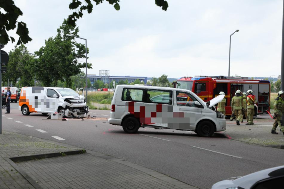 Beide Fahrzeuge wurden schwer in Mitleidenschaft gezogen.