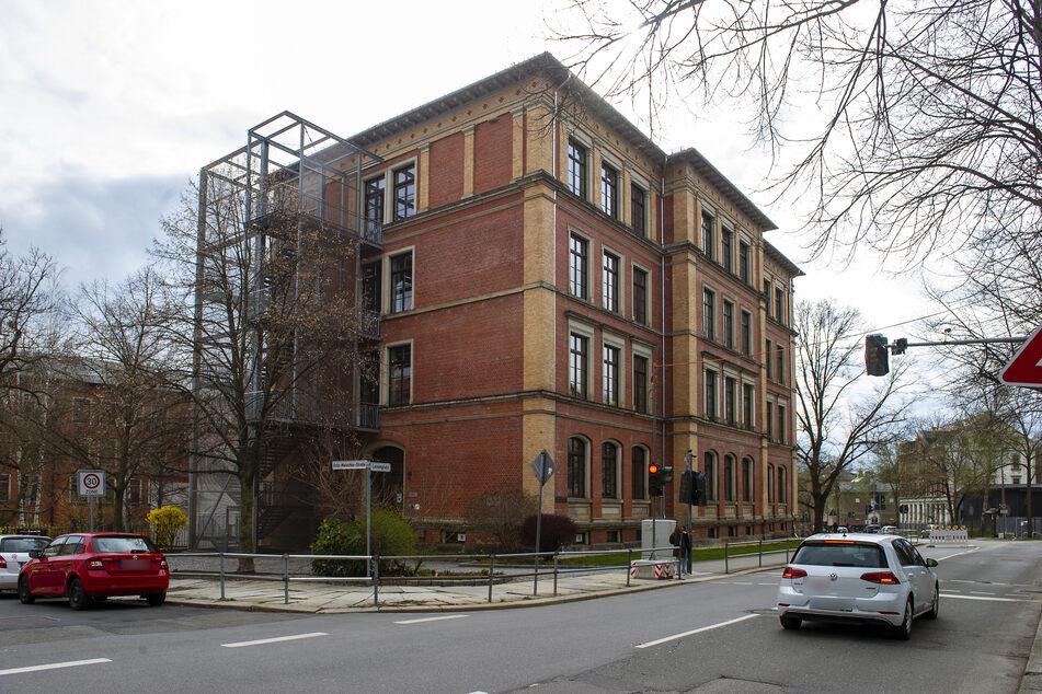 Die Obere Luisenschule-Grundschule in Chemnitz ist von Corona betroffen.