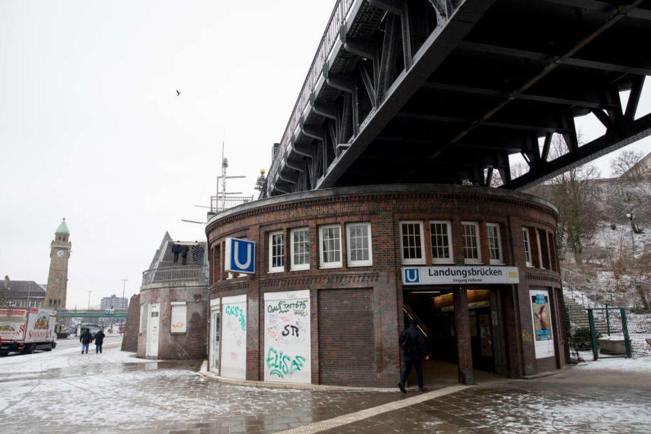 Von den umfassenden Infrastrukturmaßnahmen in Hamburg, wird auch die U-Bahn-Haltestelle Landungsbrücken längerfristig betroffen sein.