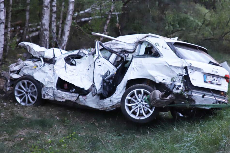 Der Fahrer eines Audi A4 hatte nach dem schrecklichen Unfall keine Überlebenschance.